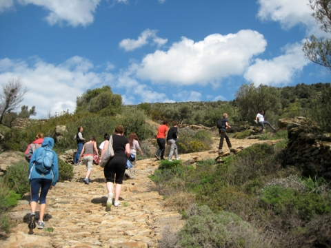 hiking-in-lefkes